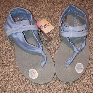 NWT Sketchers Yoga Foam Sling Sandals